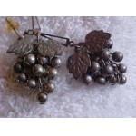 Vintage / Retro GRAPE CLUSTER Dangle Post Earrings